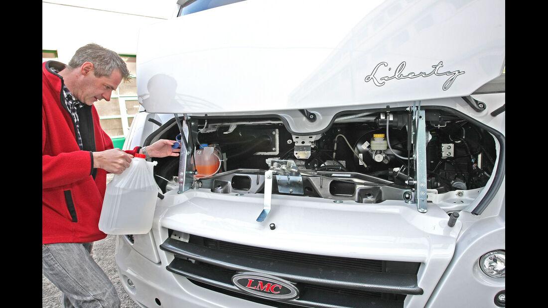 LMC Explorer i 730 G Motorraum