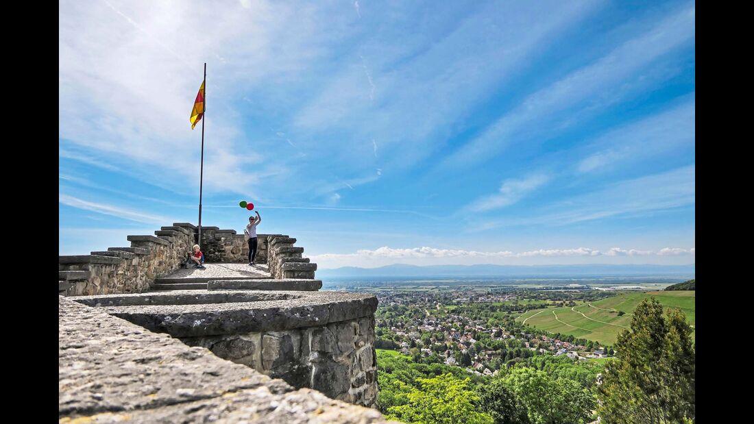 Liegt als Wahrzeichen auf 455 Meter über Normalnull hoch über dem Kurort: die Burgruine von Badenweiler.
