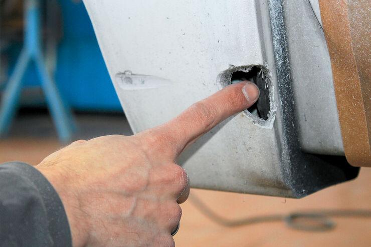Löcher im GfK reparieren
