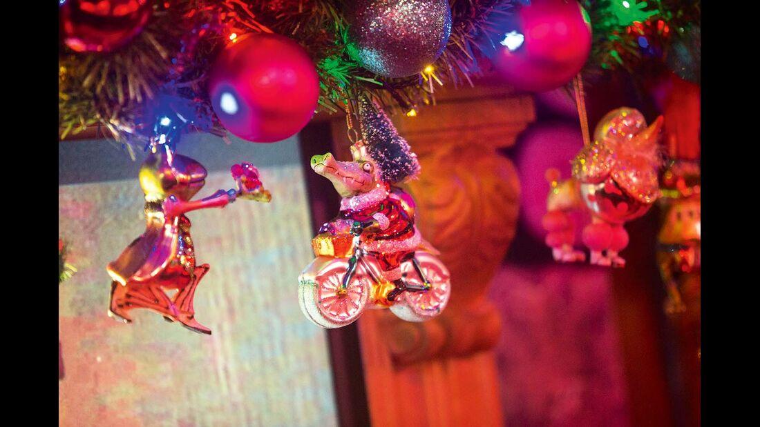 Lustige Weihnachtsbaumdeko darf natürlich nicht fehlen.