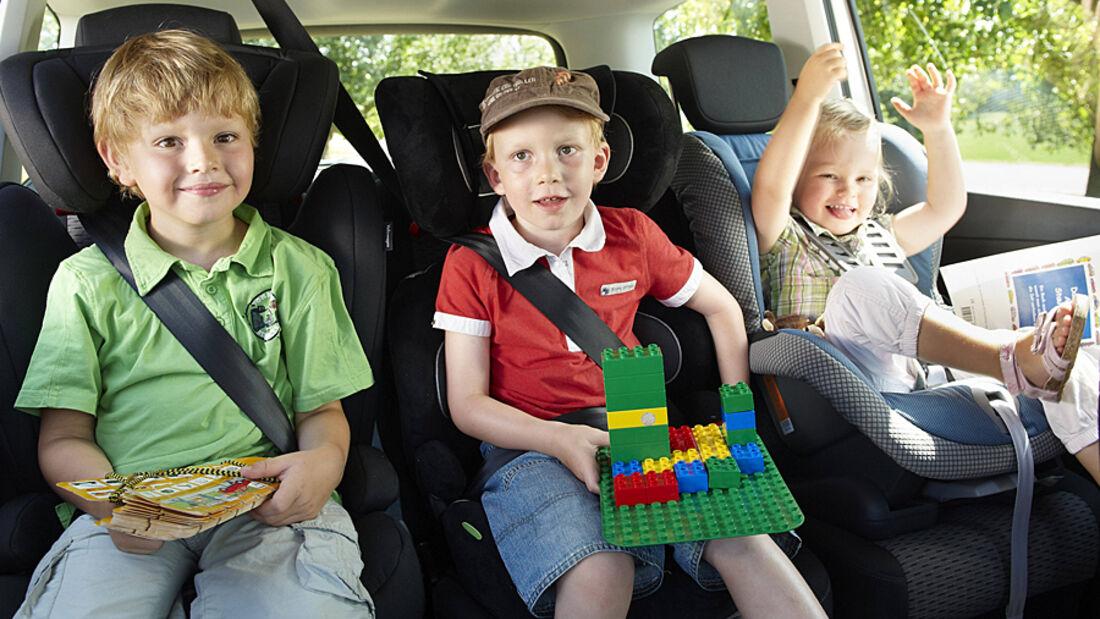 Mehr als 57 Prozent der im Straßenverkehr verletzten Kinder bis zu sechs Jahren verunglücken im Auto der Eltern