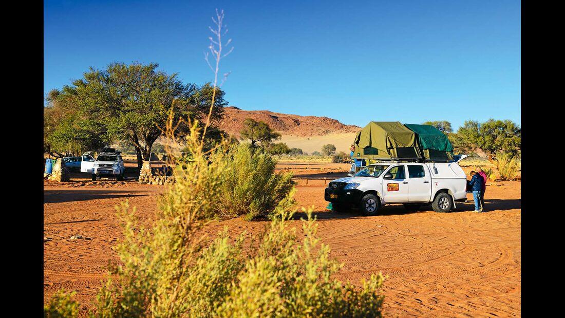 Mietfahrzeuge (mit Allradantrieb) und Dachzelt sind für eine Tour durch Namibia sehr geeignet