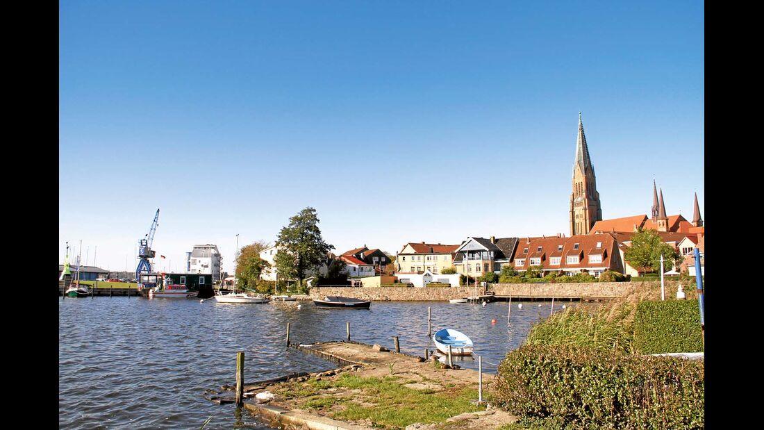 Mit St.-Petri-Dom und St.-Johannis-Kloster kann die alte Handelsstadt an der Schlei gleich zwei der bedeutendsten Bauwerke der norddeutschen Kirchen- und Klostergeschichte vorweisen.