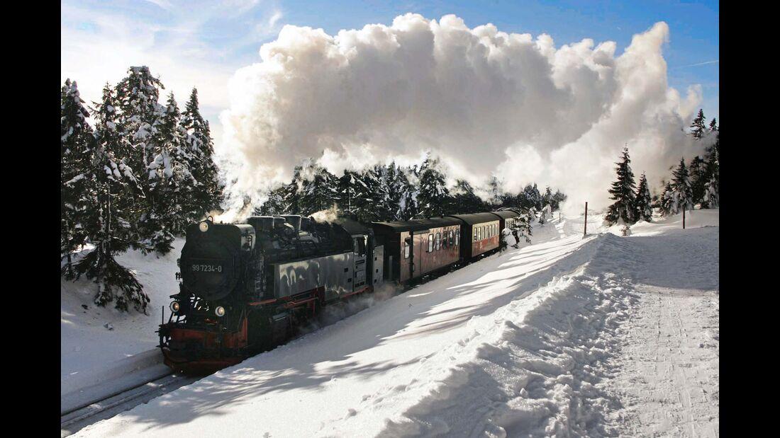 Mit Volldampf zum Brocken – die Züge der Harzer Schmalspurbahn fahren ganzjährig, im Winter ist die Tour aber besonders schön.