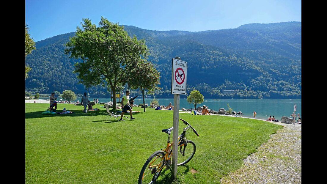 Mit dem Fahrrad grüne Ufer entlangradeln, an großen und kleinen Stränden in der Sonne relaxen oder im Wasser planschen