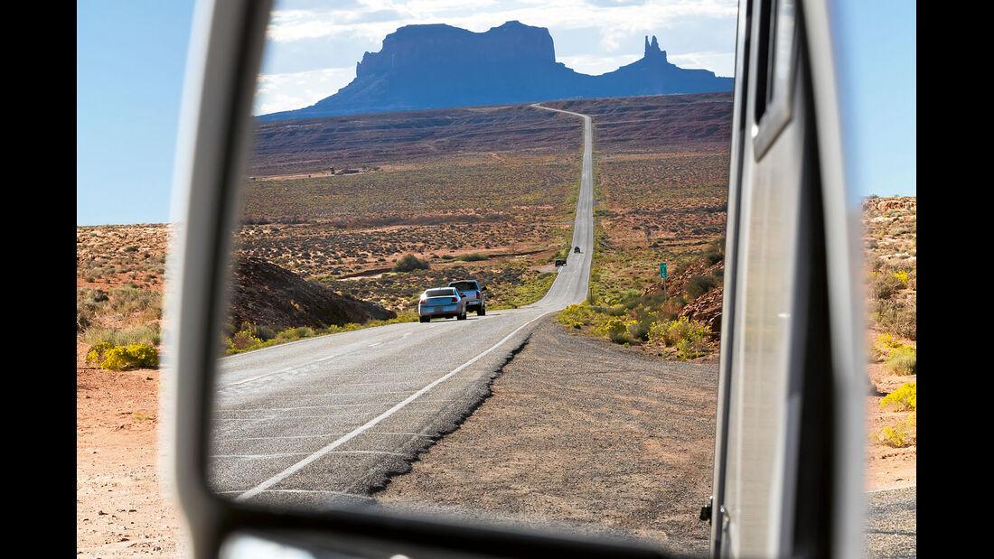 Mit dem Mobil unterwegs im Monument Valley.