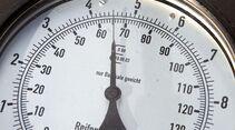 Mit der Zeit verringert sich der Luftdruck selbst beim besten Reifen.