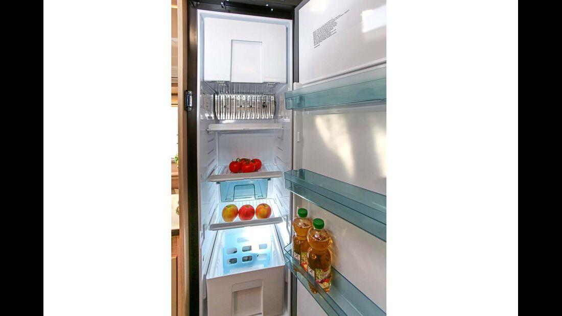 Mit vielen Fachböden und Schublade lässt sich der Kühlschrank sogar besser nutzen als der größere im Forster.