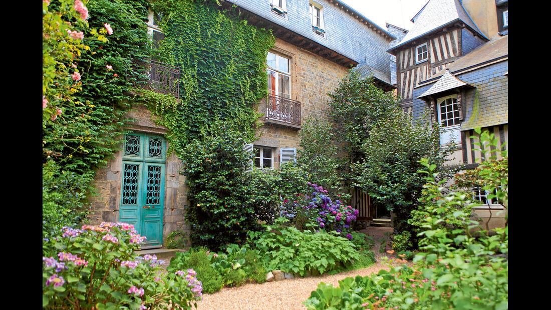 Mobil-Tour: Bretagne, Innenhof