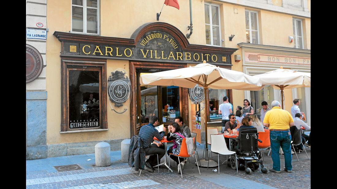 Mobil-Tour: Piemont, Straßencafe