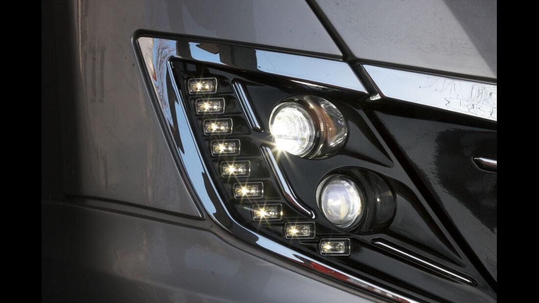 Moderne LED-Scheinwerfer mit Kurvenlicht.