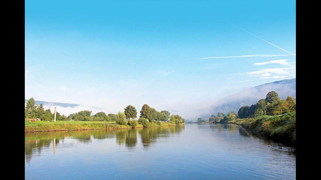 Morgennebel über der Weser bei Reinhardshagen