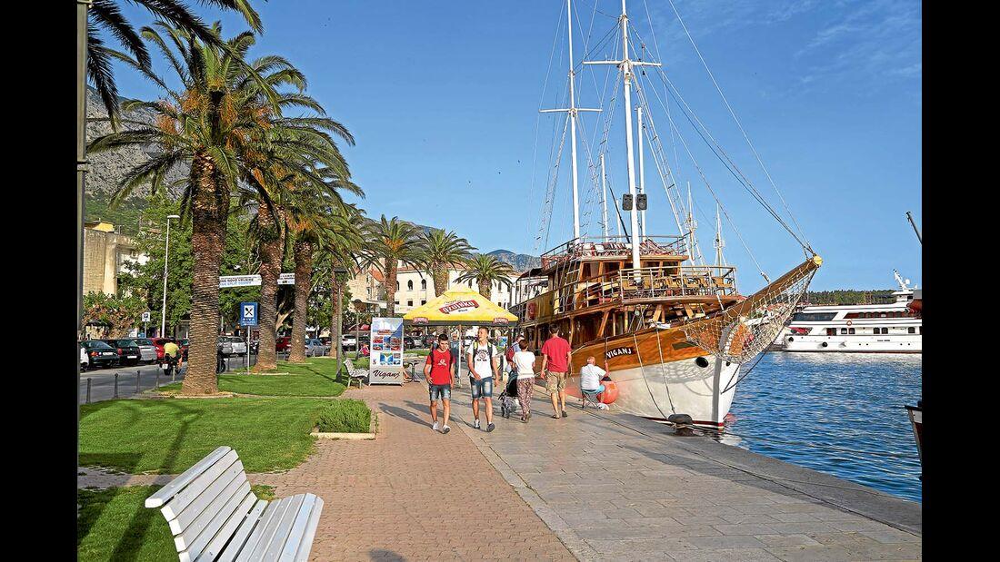 Museumsschiff im Hafen von Makarska
