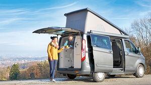 Neben der gefragten Hochdach-Variante bietet Ford den Nugget nun AUCH MIT AUFSTELLDACH an.