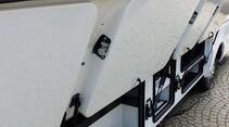 Neu entwickelt: elegante Stauraumklappen im Reisebus-Stil.