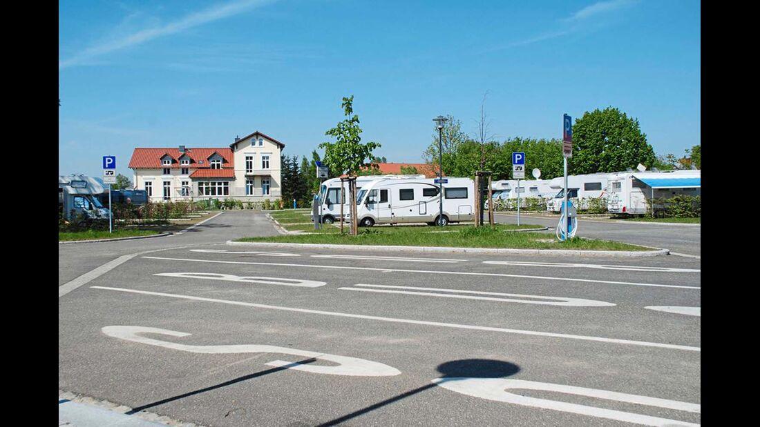 Neustrelitz: Reisemobile sind am Stadthafen willkommen.