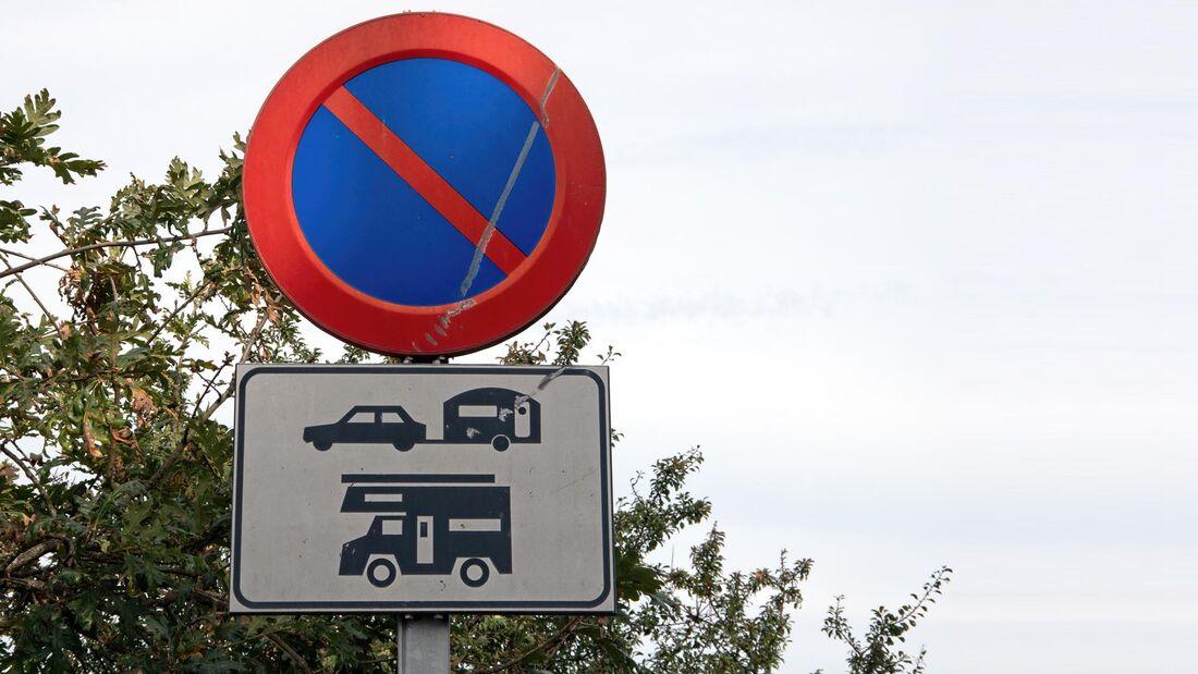 No parking for caravans and campervans traffic warning sign