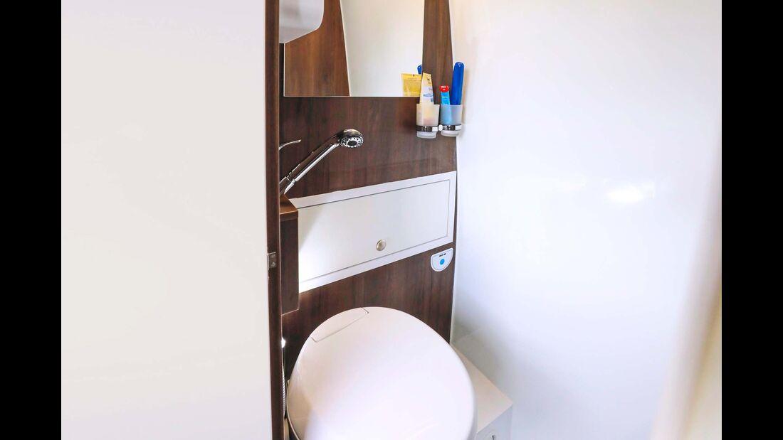 Nur mit einer Dachhaube – immerhin mit Ventilator – muss auch das Bad auskommen.