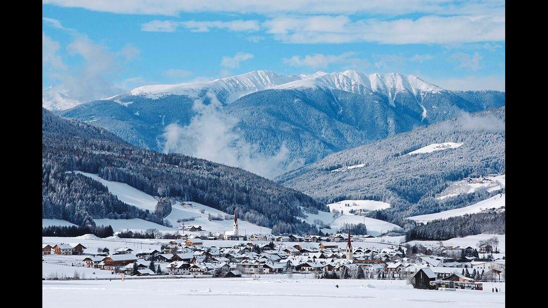 OLANG Im Winter steht das Skivergnügen im Mittelpunkt des Geschehens, eine Talstation ist direkt im Ort zu finden.