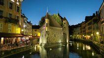 Palais de l'Isle in Annecy am Ufer des Thiou