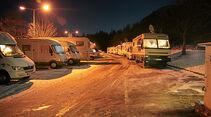 Parkplatz bei Nacht