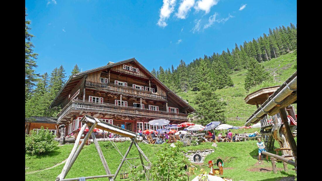 Pause mit Aussicht: auf der Berndlalm im Obersulzbachtal.