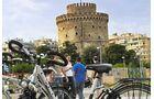 """Per Fahrrad durch Thessaloniki: Der """"Weiße Turm"""" ist das Wahrzeichen der Stadt."""