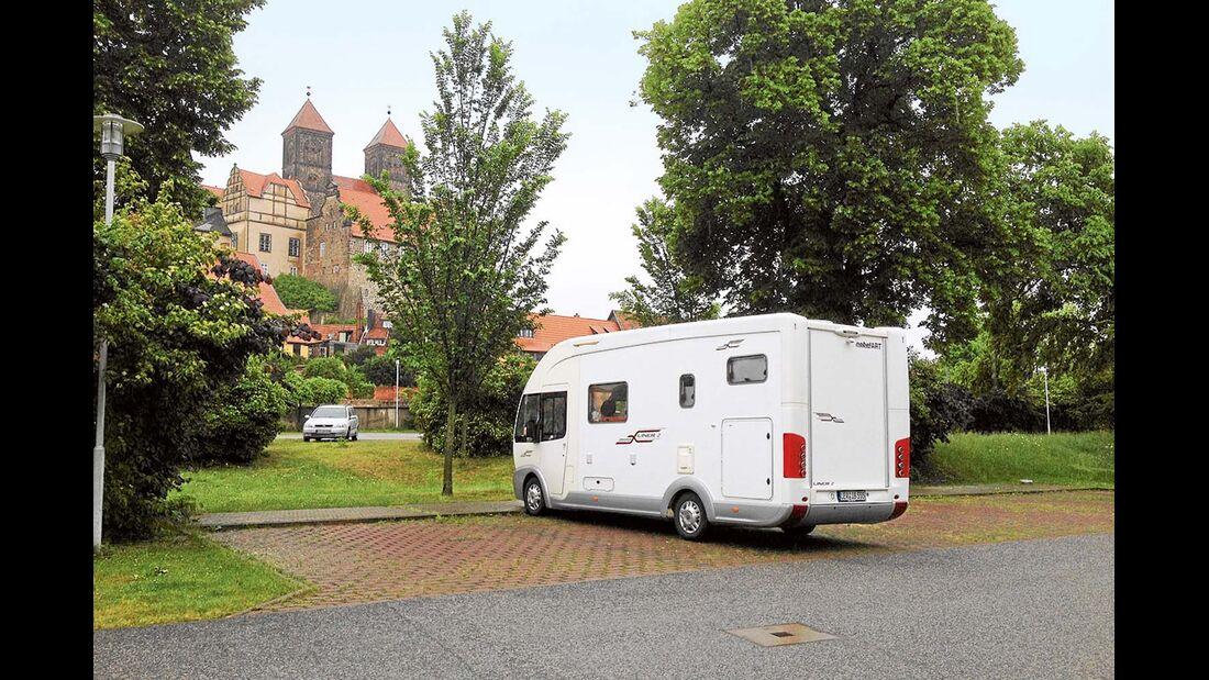 Quedlinburg: der Parkplatz Wipertistraße am Schloss.