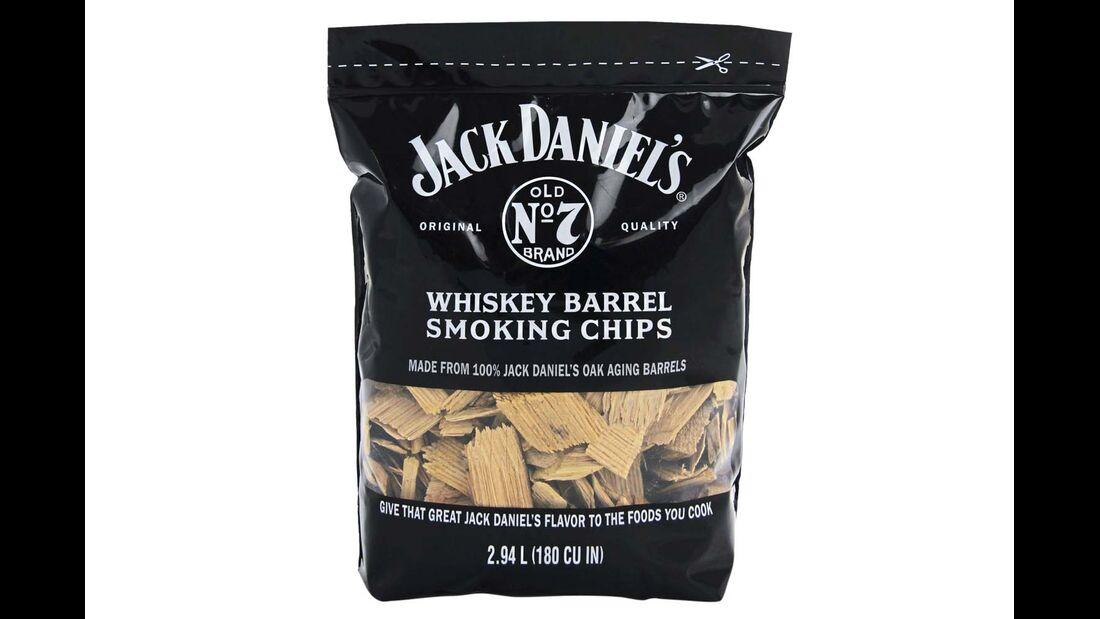Räucherwerk. Die Smoking Chips von Jack Daniel's verleihen dem Grillgut ein Whiskey-Aroma. Die in Wasser getränkten Chips einfach in den Gas- oder Kohlegrill streuen. Preis: 14 Euro für knapp drei Kilogramm.