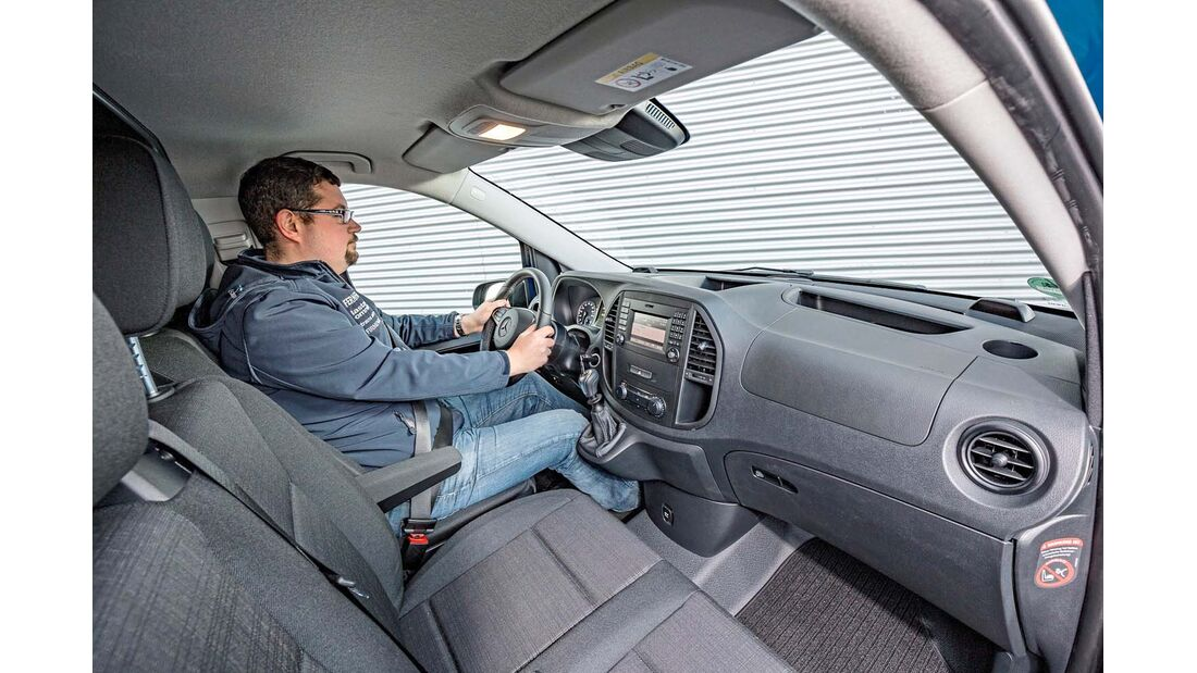 Recht eng geschnittene Fahrerkabine beim Mercedes Vito