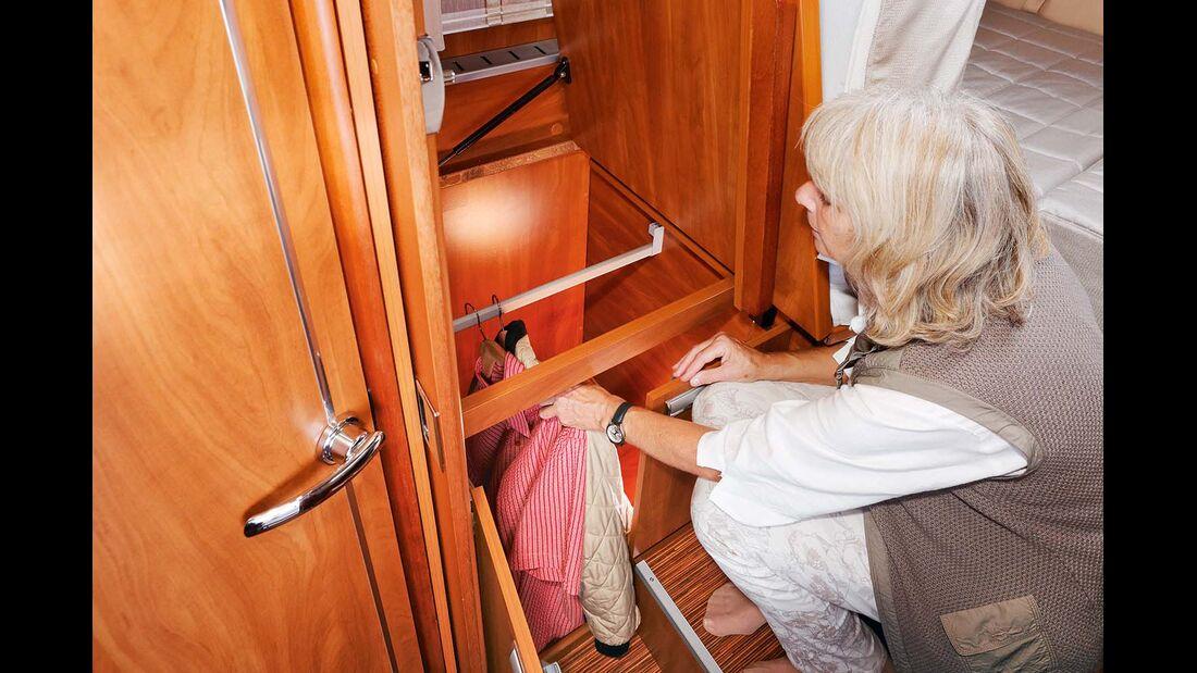 Rechter Kleiderschrank nicht optimal zugänglich, weil eine Strebe stehen bleibt im Laika Kreos