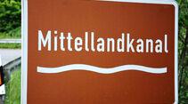 Reise-Service: Mittellandkanal, Hinweisschild