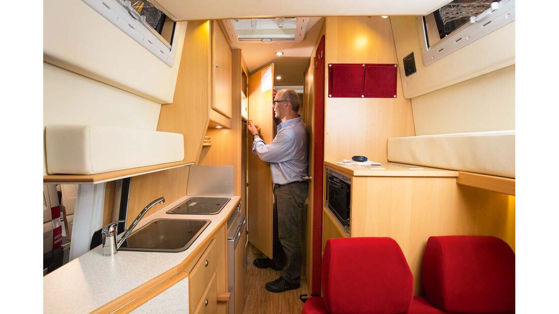 Reisemobil CS Rondo XL mit GfK-Hochdach mit ausreichender Stehhöhe, Liegelänge und Kleiderschrankgröße