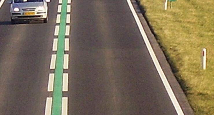 Reisemobil Fahrbahnmarkierung Niederlande