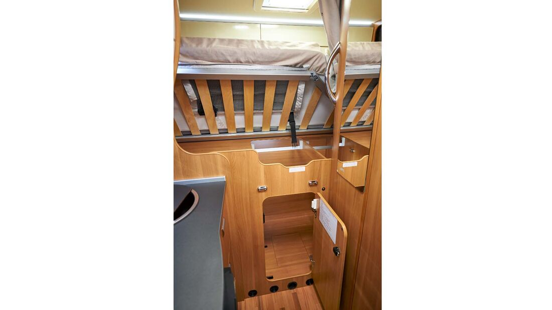 Reisemobil Laika Ecovip 300 mit ausreichender Kleiderschrankgröße