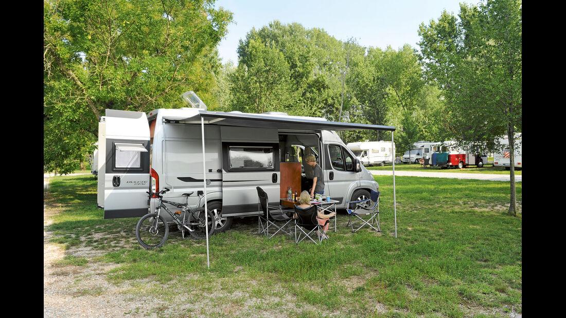 Reisemobil mit Vordach
