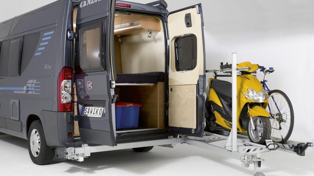 Sawiko, ein Tochterunternehmen von Alko, hat einen schwenkbaren Kastenwagen-Heckträger entwickelt: den Agito 150.