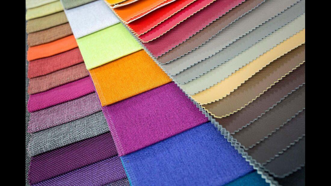 Schmutzabweisende Beschichtung erhält Stofffarben