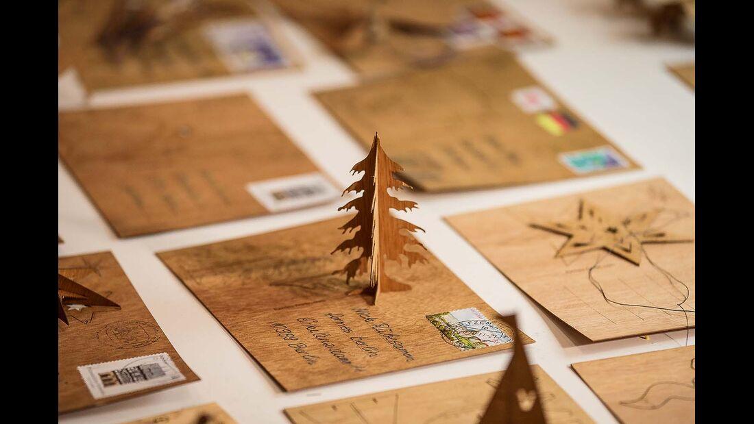Schöne Postkarten, die an Weihnachten verschickt werden.
