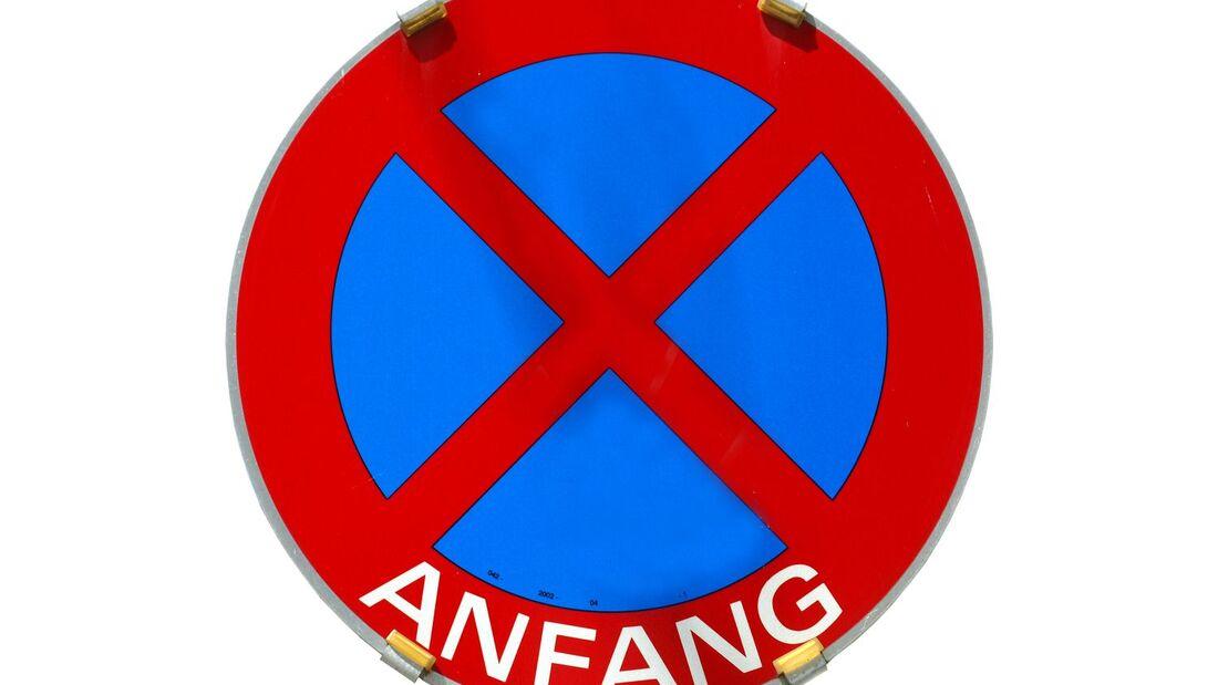 Selbst wenn ein Verkehrsschild möglicherweise rechtswidrig aufgestellt wurde, muss ein Verbot beachtet werden.