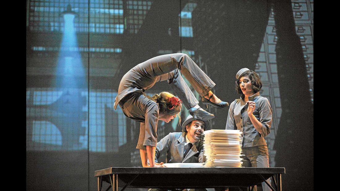 Show, Theater und Tanz wird auf dem Winterfestival in München geboten.
