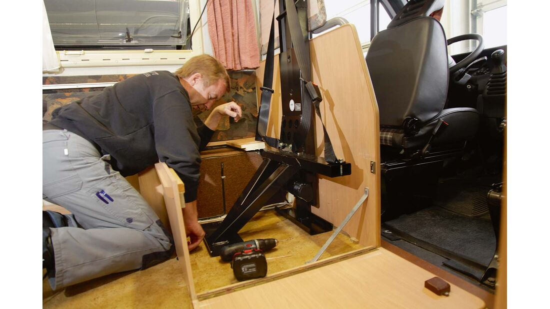 Sitzbänke im Aufbau können in vielen Fällen auch noch nachträglich mit einem Gurtgestell ausgerüstet werden.