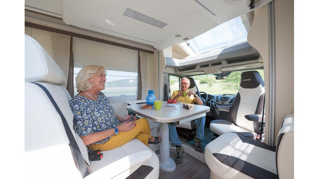 Sitzgruppe im Chausson Welcome 620