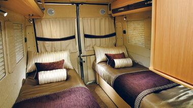 Sitzgruppe wandelt sich zu zwei Einzel- oder einem Doppelbett beim Warwick Duo