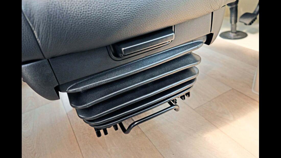 Sitzlängs- (unten) und -tiefeneinstellung (oben) zur Größenanpassung