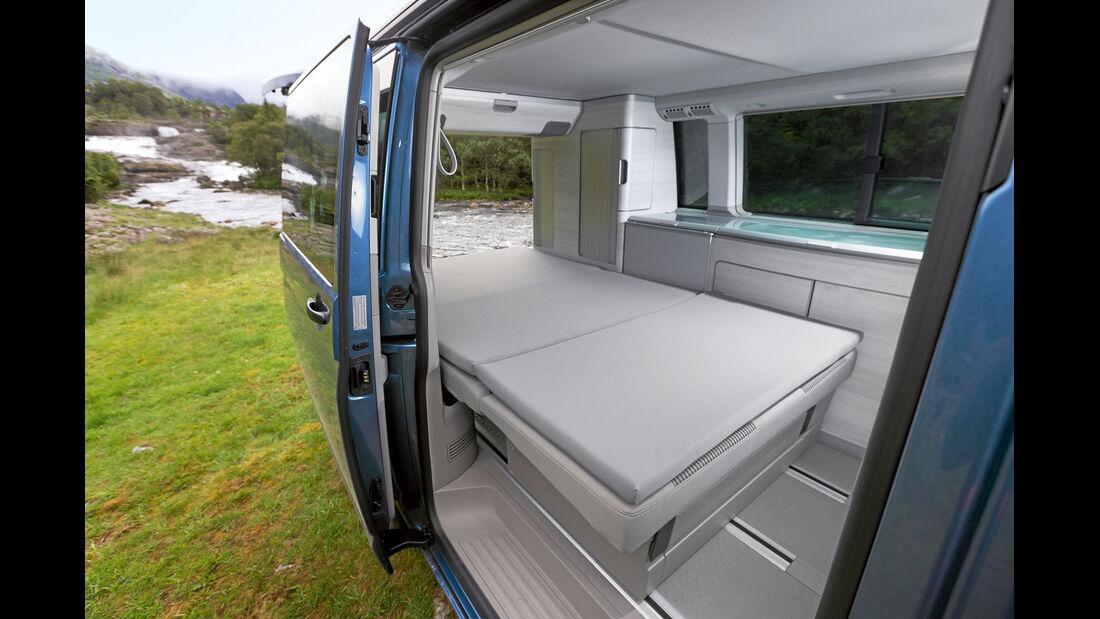 Sitzschlafbank verschiebbar und optional mit Komfortschlafauflage.