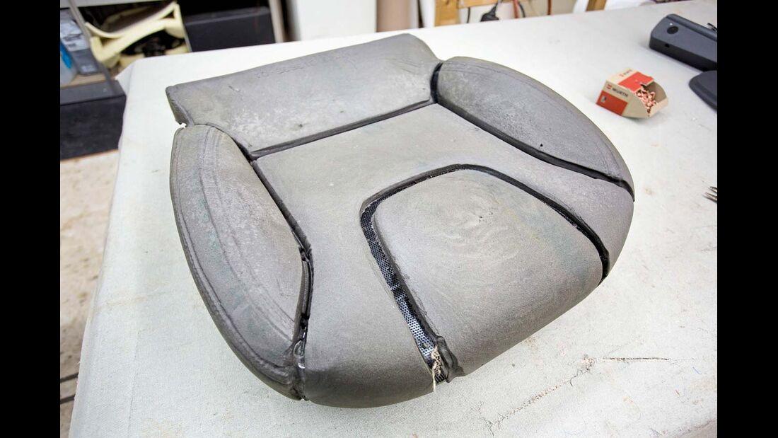 Sitzvertiefungen für Stoffverankerung
