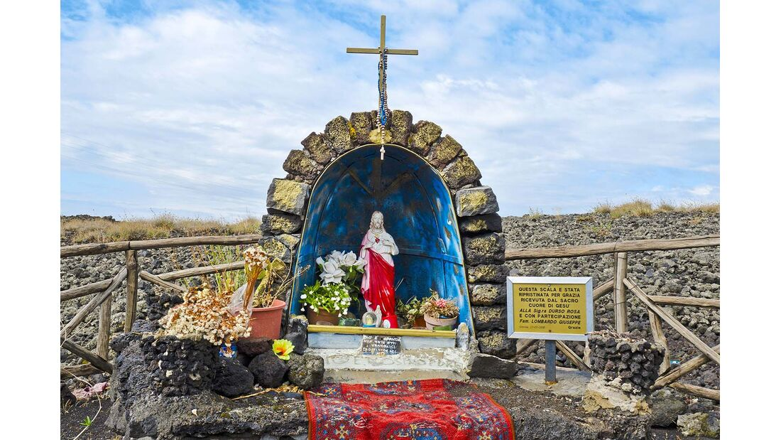 Sizilien Marienstatue Ätna