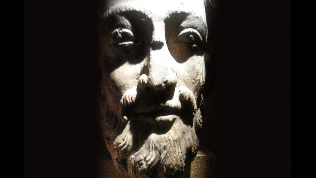 Skulptur aus der Zeit um 1300.