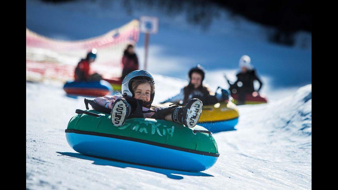Snow-Tubing am Kronplatz ist ein Spaß für die ganze Familie.